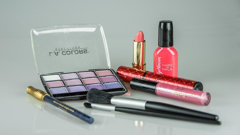make-up-1180036_960_720