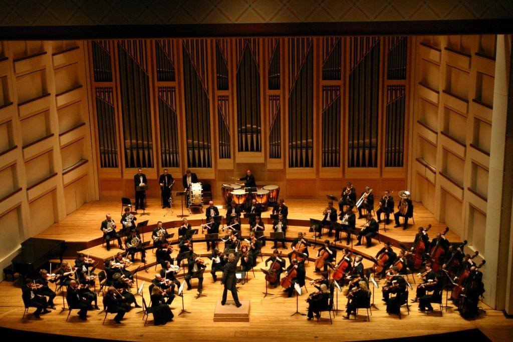 Dublin_Philharmonic_Orchestra_performing_Tchaikovsky's_Symphony_No_4_in_Charlotte,_North_Carolina
