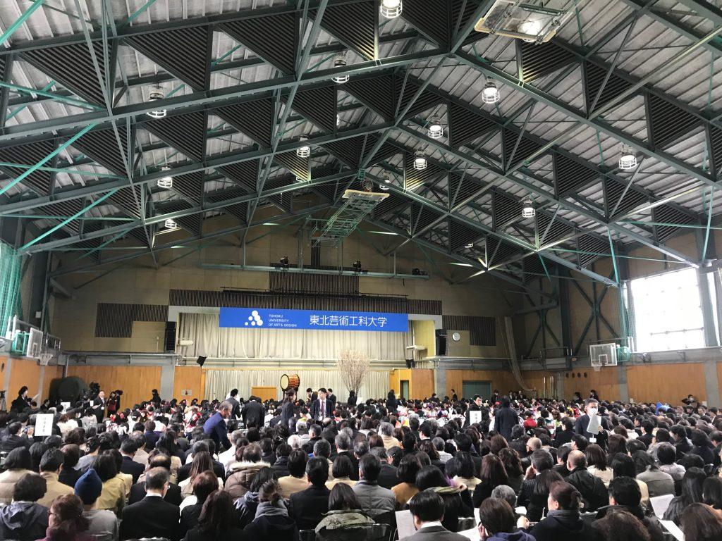 山形にある大学の卒業式会場風景